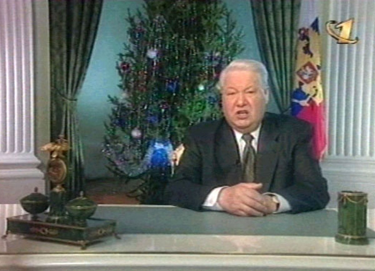 Борис Ельцин объявляет об отставке, 31 декабря 1999 года. Он назвал своим преемником Владимира Путин