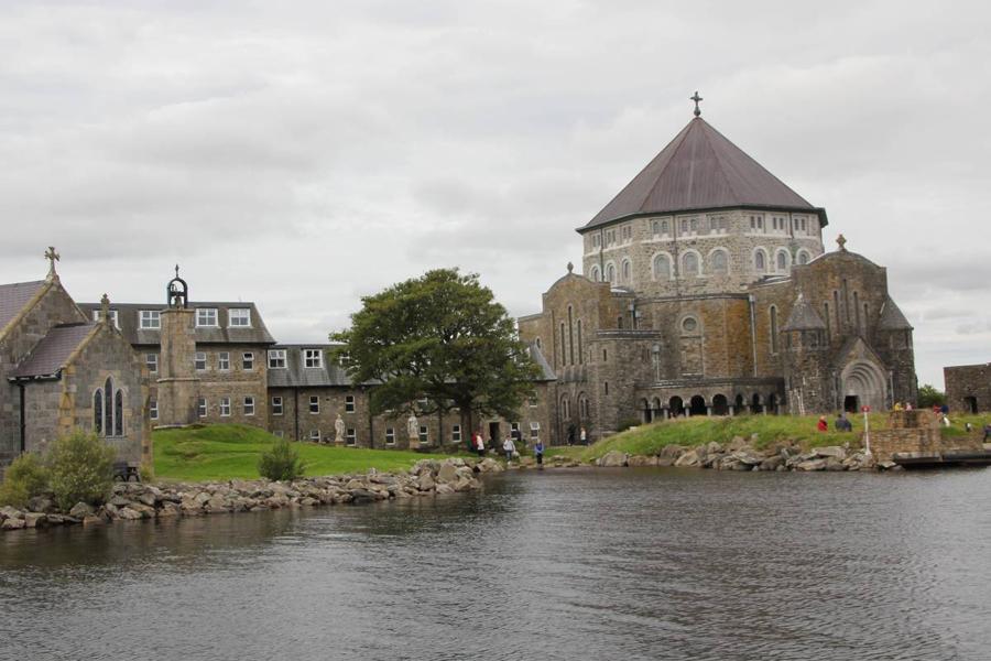 Чистилище святого Патрика — монастырь на ирландском острове Лох Дерг, который был основана в 15-м ве