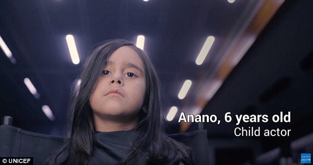 В эксперименте, устроенном для UNICEF, 6-летняя актриса по имени Анано, играющая роль потерявшейся д