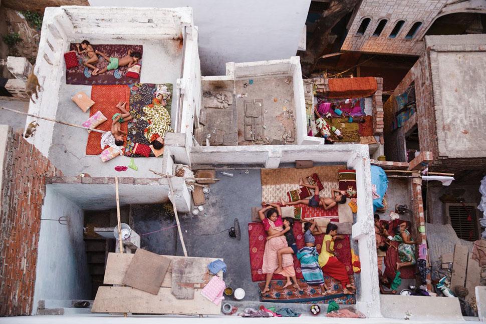Ясмин Мунд, «Сны на крыше, Варанаси» (Rooftop Dreams, Varanasi) —второе место в категории «Люди». С