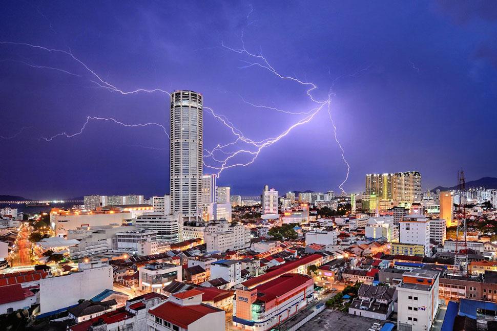 Третье место в категории «Города» — Джереми Тэн, «Небесная фантазия» (Celestial Reverie). На фотогра