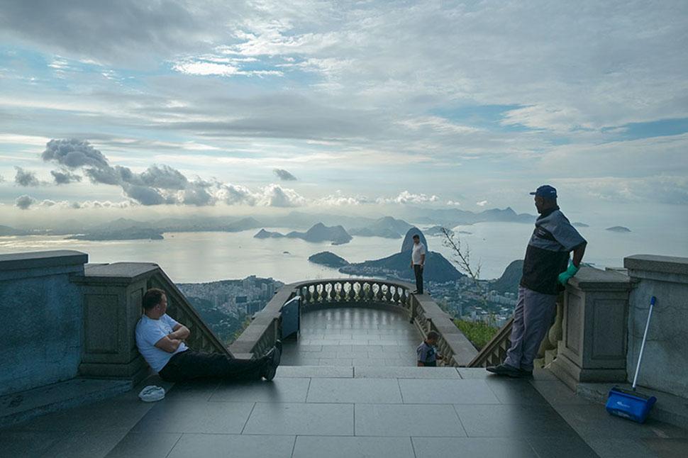Как выглядят знаменитые туристические места, если развернуть фотокамеру в другую сторону (26 фото)