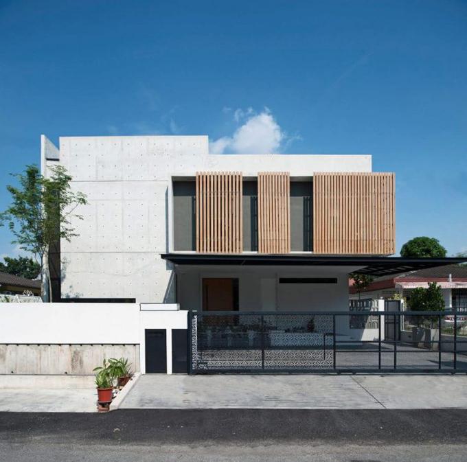 Бетонный дом в Петалинг-Джая (10 фото)
