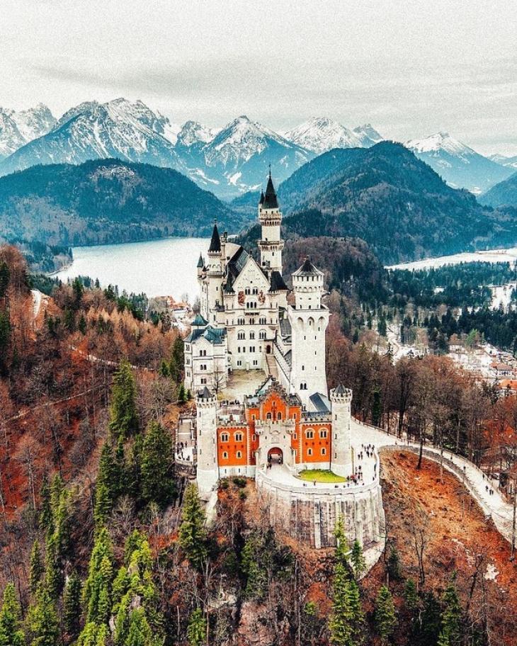 Замок Нойшванштайн, Бавария, Германия. Чертовски красив, вокруг прекрасный вид, ну чем не портал в п