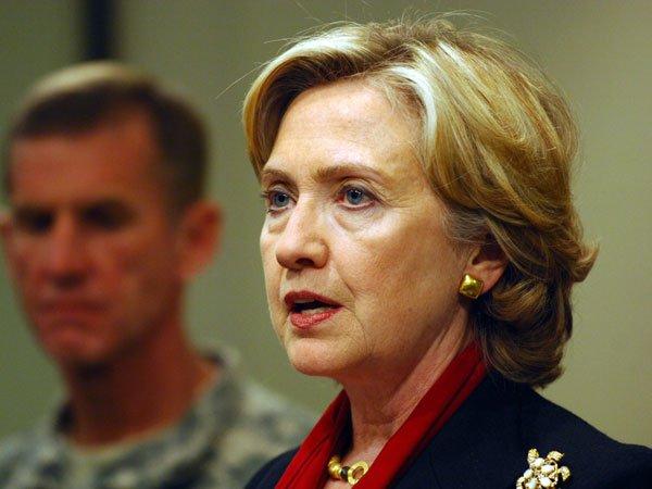 Клинтон потребовала отФБР разместить все данные о изучении еепереписки