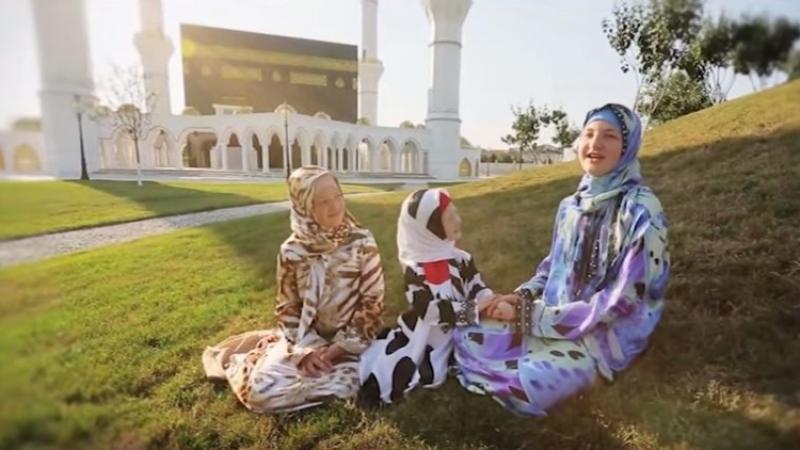Дочь Кадырова привезла свои мусульманские платья вМоскву