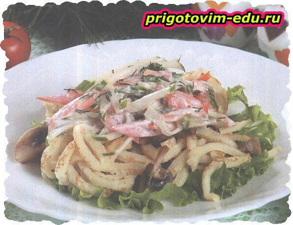 Теплый салат из грибов с блинами
