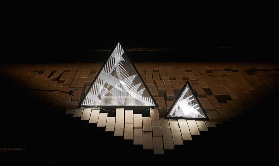 Geometric Lamp with Light Monuments Silhouettes (8 pics)