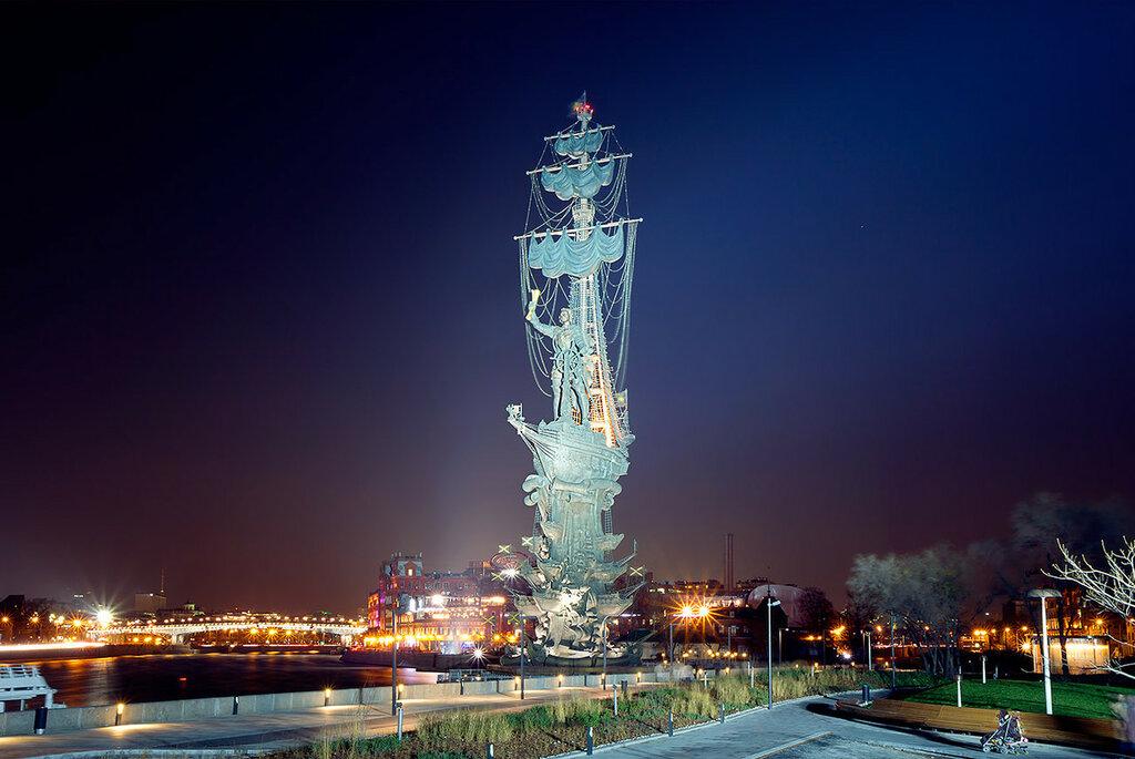 Набережные Москвы. Памятник Петру I.