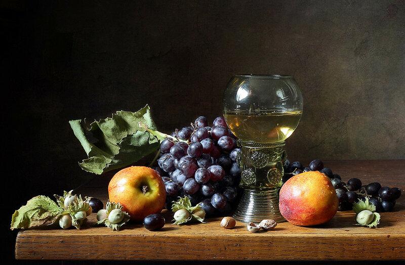 С виноградом и орехами