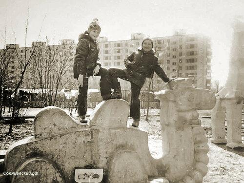 50 лет Октября дом 5 к.3 На Заднем плане детский сад Сказка и дом 34 по Солнцевскому проспекту 1985 - 87 Фото из личного архива @ somnambulaa#староесолнцево #историясолнцево #солнцево