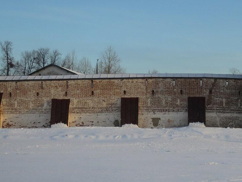 Кирилло-Белозерский монастырь. Фрагмент прибрежной стены Успенского монастыря