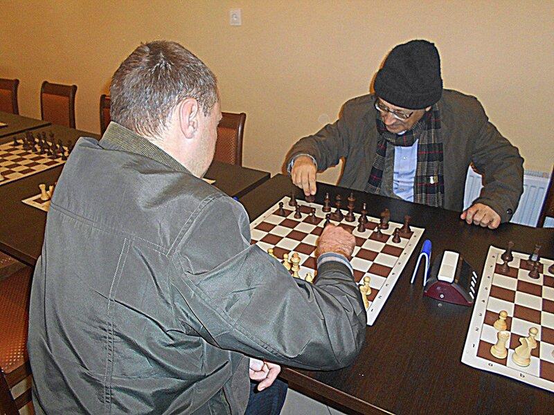 К шахматным фигурам ... DSCN1823.JPG