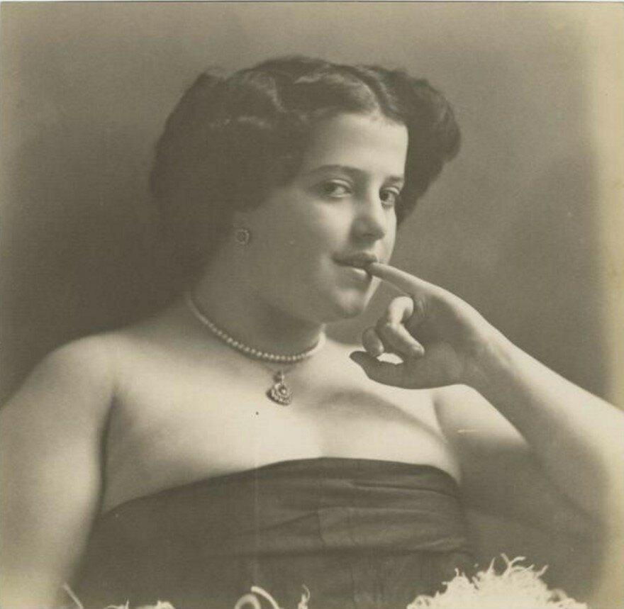 1920-е. Девушка в платье-бюстье