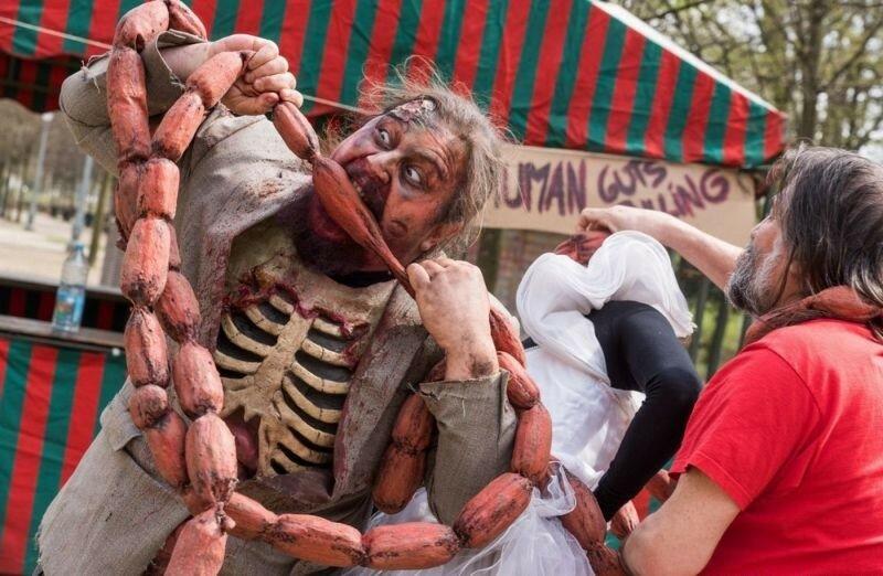 Окровавленные зомби в Брюсселе на фестивале фантастики 0 160793 2b88e5d1 XL