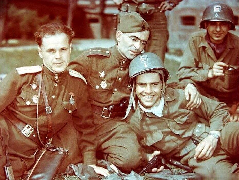 Советские и американские офицеры, 1945 год, Германия