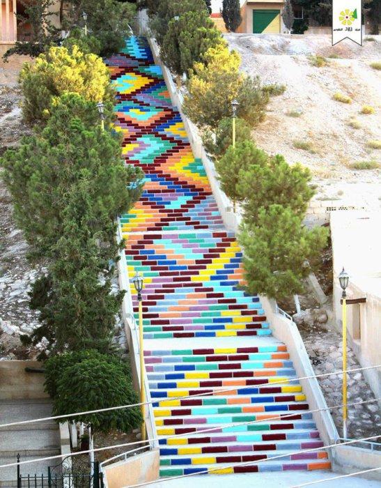 12. «Лестница мира» (Сирия) Ступеньки с геометрическим орнаментом.