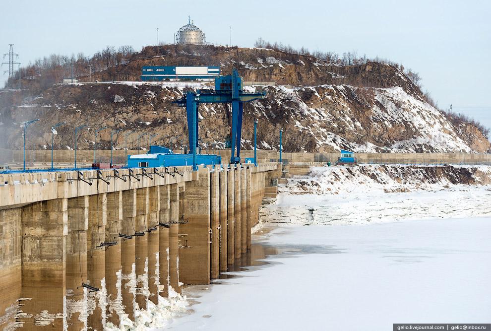 Ежегодная сработка уровня водохранилища составляет 16—19 м. По ледяным обломкам наглядно видно,