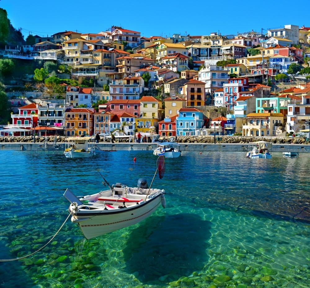 Эта прозрачная влюбую погоду вода, дома всех цветов радуги наберегу, белые лодки рыбаков оставляют