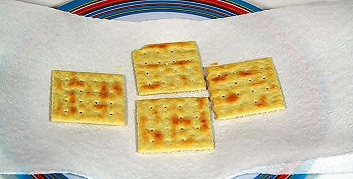«Реанимируем» зачерствевшие крекеры Не только чипсам можно вернуть их «хрусткость» — черствые крекер