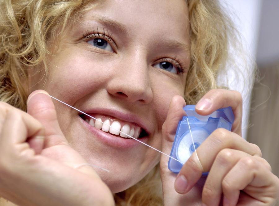 6. Не забывайте о зубной нити Ничто не очистит межзубное пространство лучше, чем зубная нить.