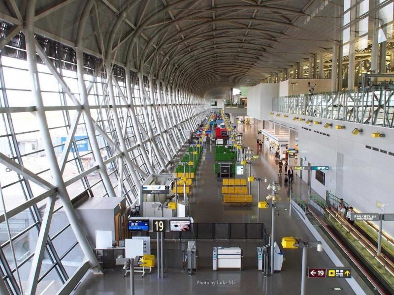 Путешественникам нравится в этом аэропорту современная архитектура, безукоризненная чистота и отзывч