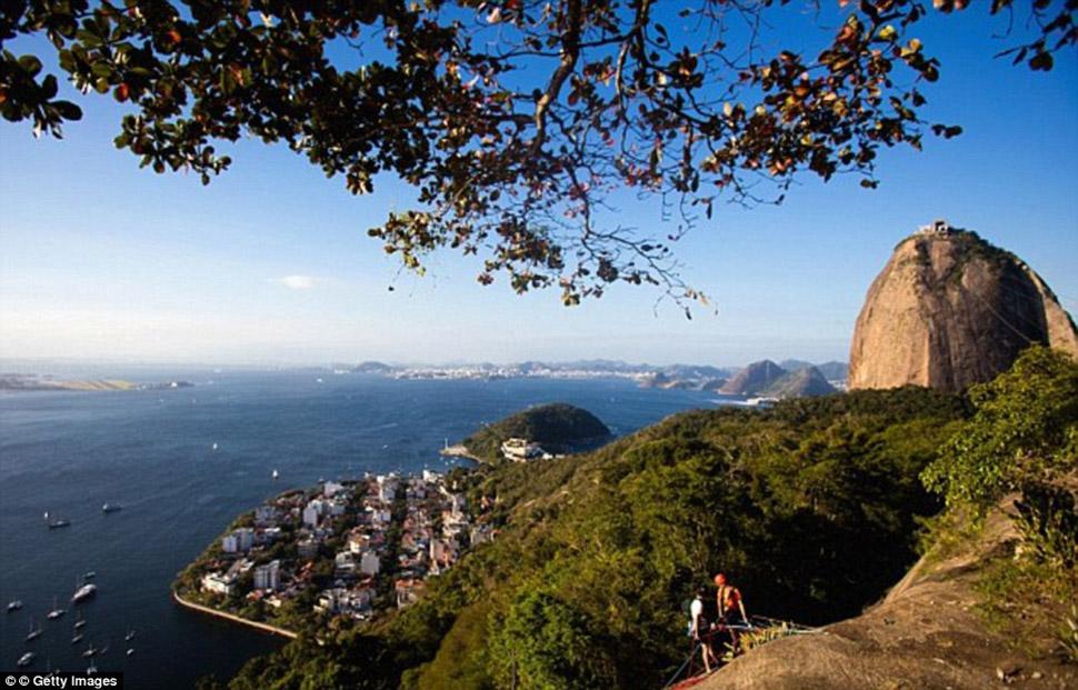 Шокирующие снимки того, в чем придется плавать спортсменам в Рио