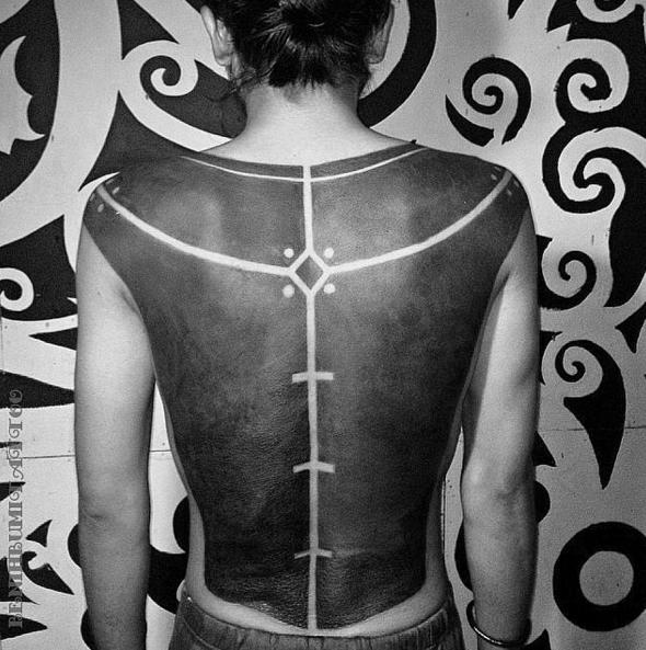 черные-крупные-татуировки-фото9.png