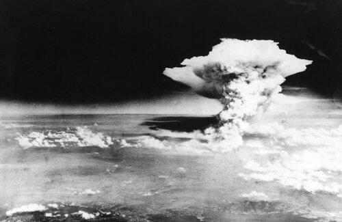 Мы бомбили? Ну и ладно... Большинство американцев не знают, что США- единственная страна, применившая ядерное оружие в военных целях по городам