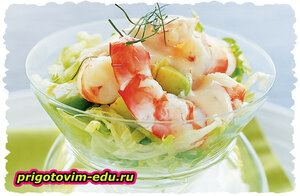 Коктейль-салат из креветок с яблоком