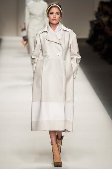 Пальто сливочно-белого цвета