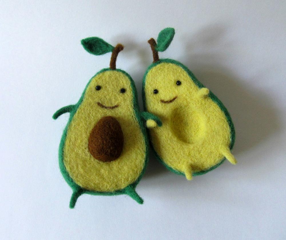 Avocado Love Wool Sculpture by Hanna Dovahan (2 pics)