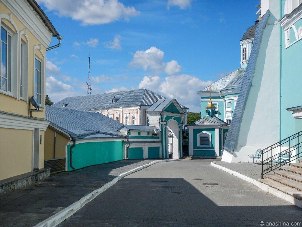 На территории около Успенского собора, Смоленск