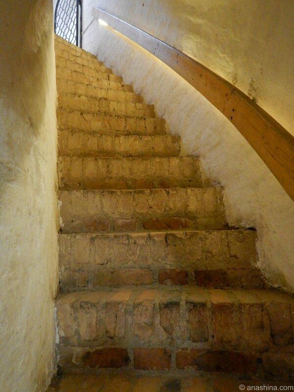 Лестница наверх, Громовая башня