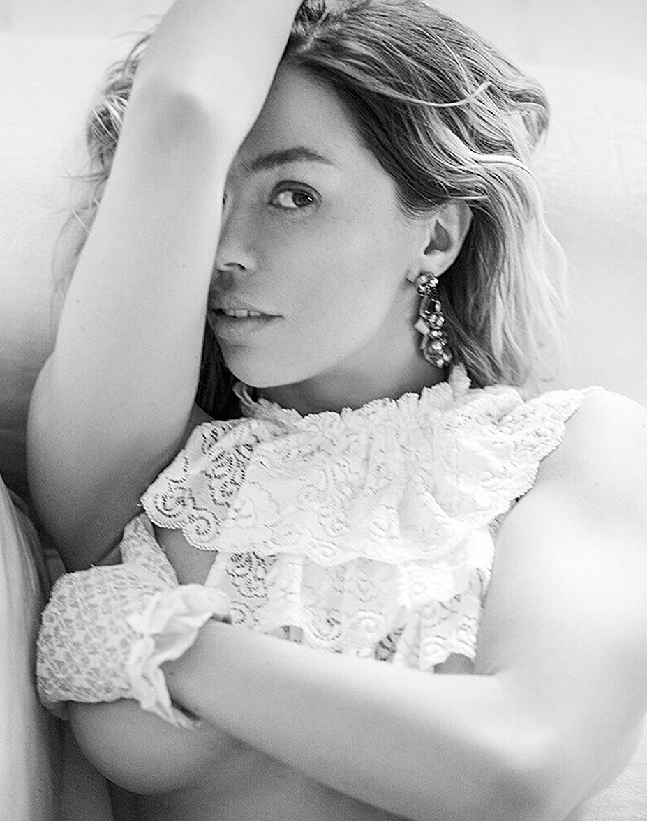 голая актриса Карина Зверева в журнале Maxim, май 2016