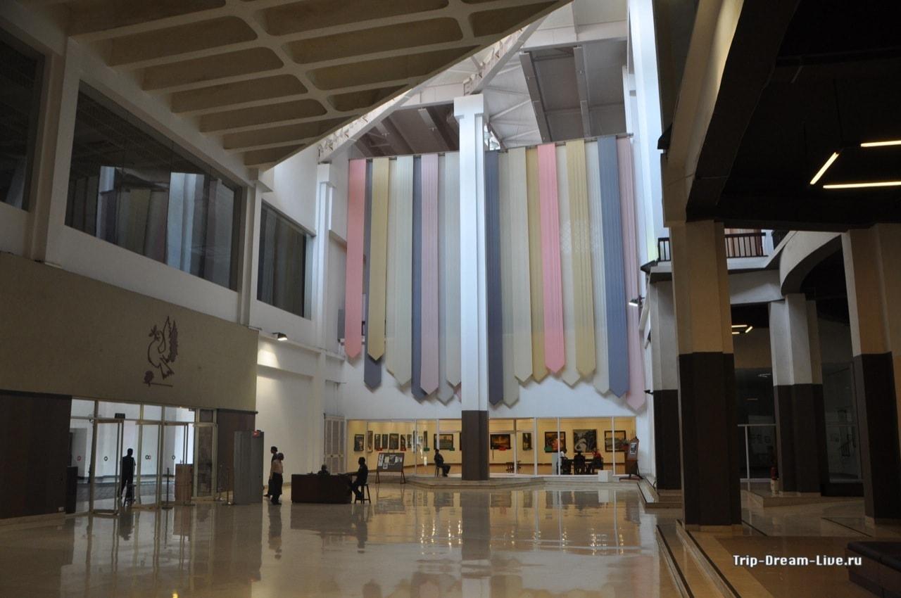 Культурный комплекс Центр Неру внутри