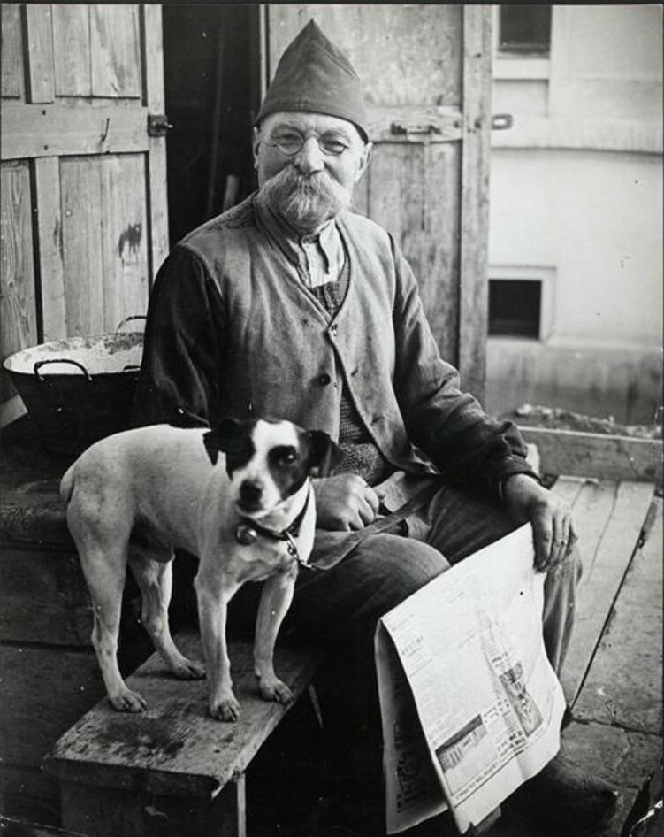 1930-е. Человек с собакой