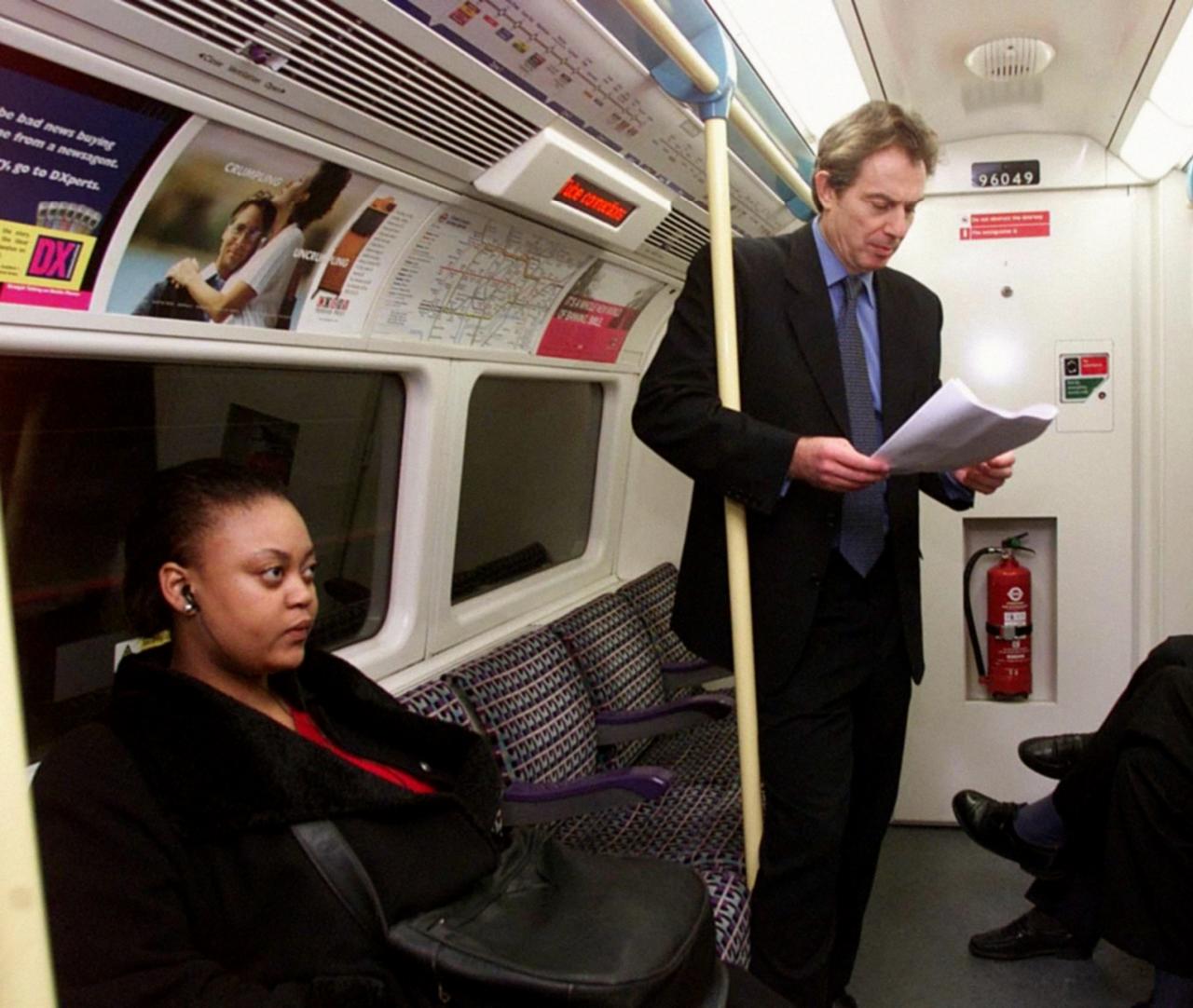 1999. Бывший премьер-министр Великобритании Тони Блэр путешествует по расширенной Юбилейной линии