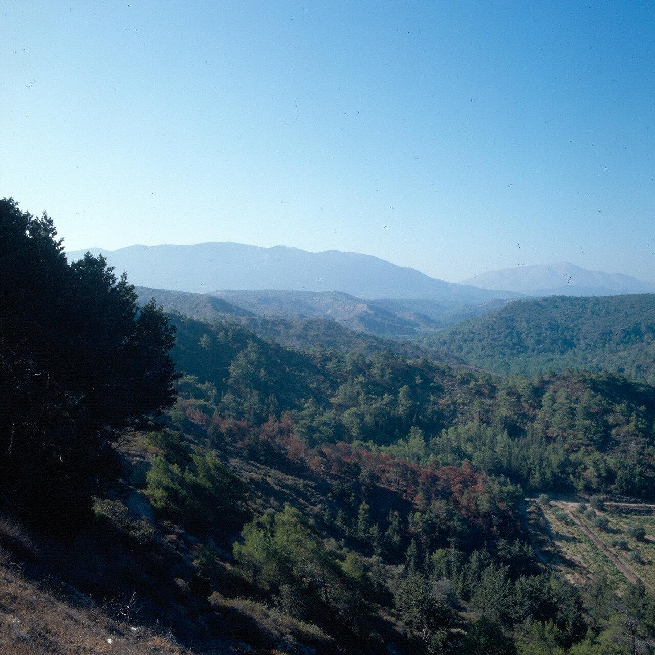 Камирос. Вид с Акрополя на местность и гору Ильи-Пророка