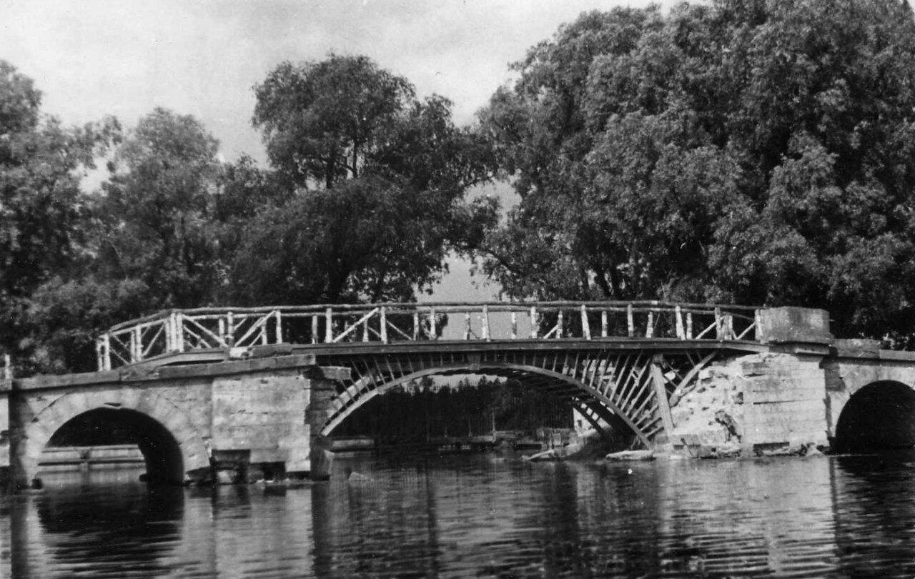1952. Большой Каменный Мост в Гатчинском парке