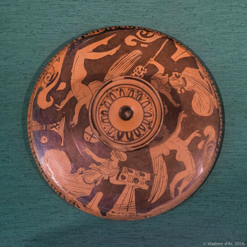 Лекана краснофигурная. Аттика. Вторая четверть IV в. до н.э. Глина.