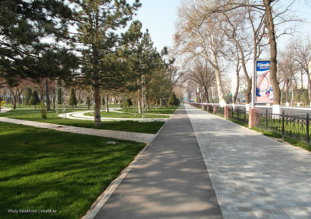 Тротуар в Ташкенте, центр города
