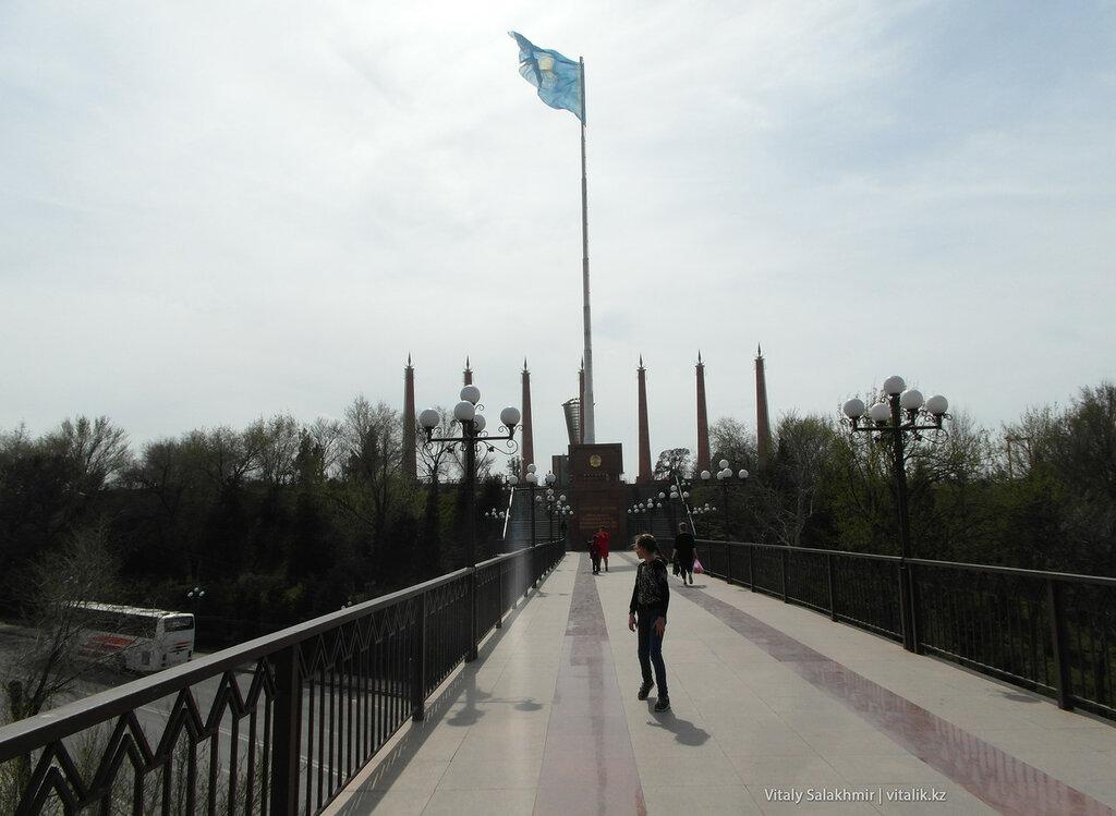 Флаг на Парке Независимости Шымкент 2018