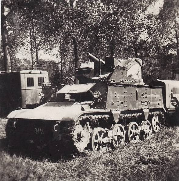 Захваченная бельгийская 47-мм САУ Char leger T13B3.