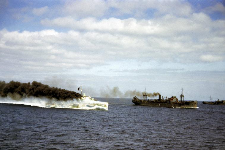 Wonderful Colour Photographs of World War II by Robert Capa (65).jpg