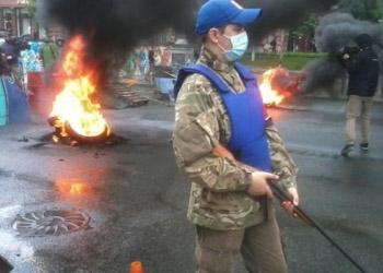 На Майдане жгут шины, манифестанты ждут нового мэра