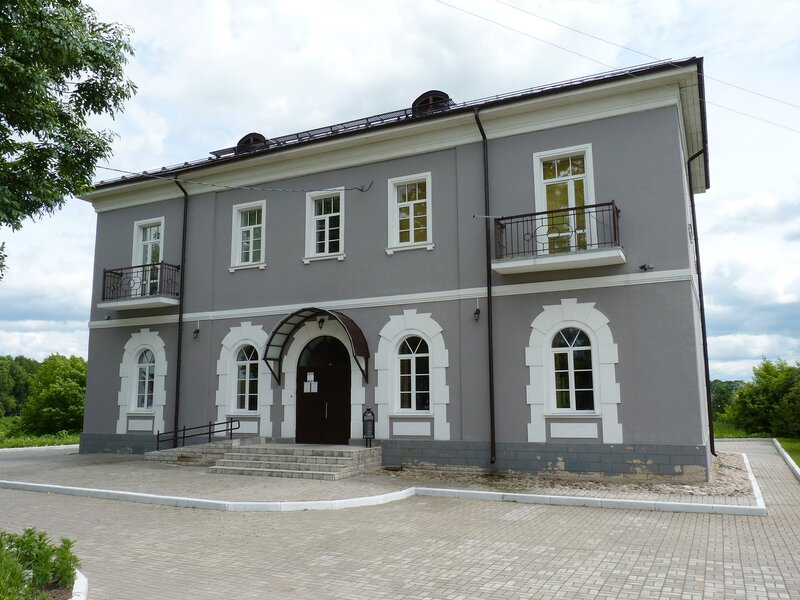 Здание краеведческого музея в Острове