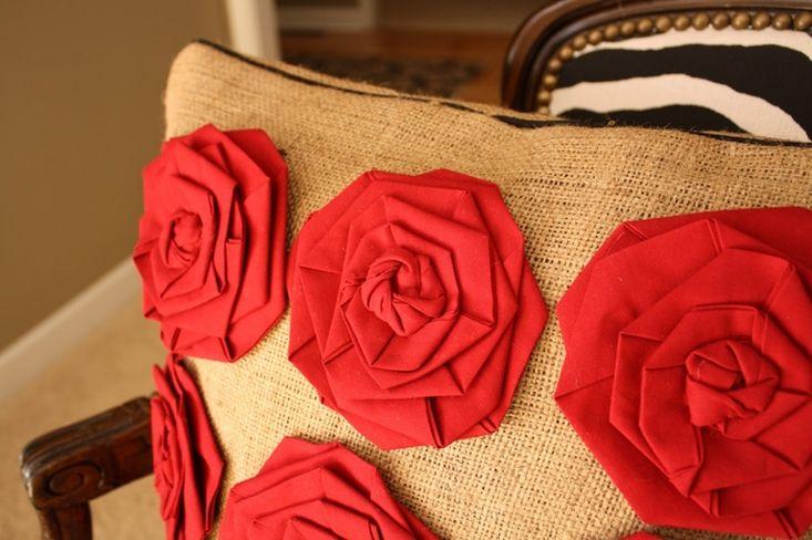 Как сшить подушку с розами?