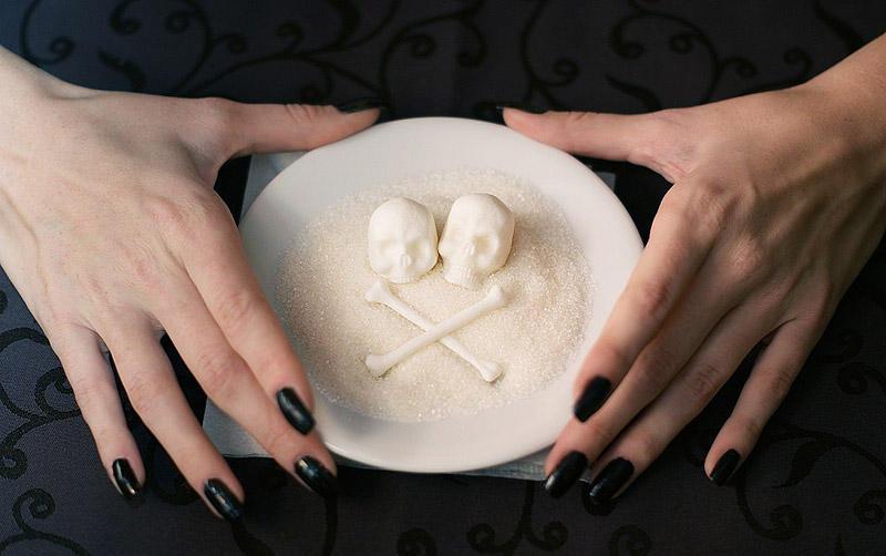 8. Уменьшите потребление сахара Сахар - это не еда. Это - одна из форм углеводов, которая обеспечива