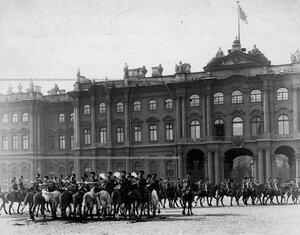 Парад Конно-гренадерского полка перед Зимним дворцом.